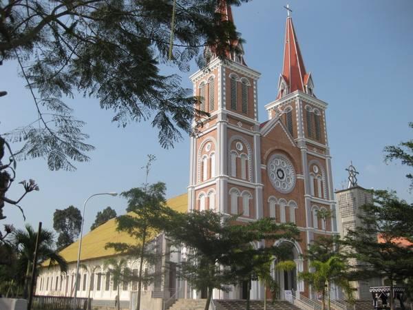 Kiến trúc trang nhã, hài hòa, nhà thờ vẫn bền trải với thời gian. Ảnh: mapio.net