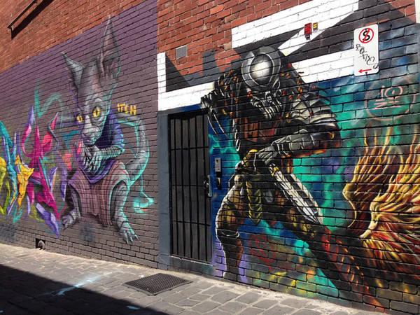 Nhiều người ví von, những con ngõ ở Melbourne chính là nơi trưng bày lớn nhất và miễn phí những tác phẩm sống động, đổi mới không ngừng.