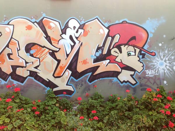 Dù tường nhà bị vẽ nhưng hầu hết cư dân đều không khó chịu, chính quyền địa phương cũng không ngăn cấm.