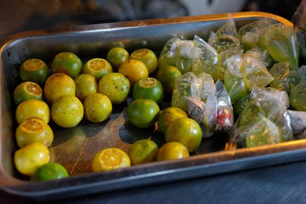 Các món nướng thường được chấm cùng muối ớt xanh hoặc muối tiêu pha với chanh, quất.