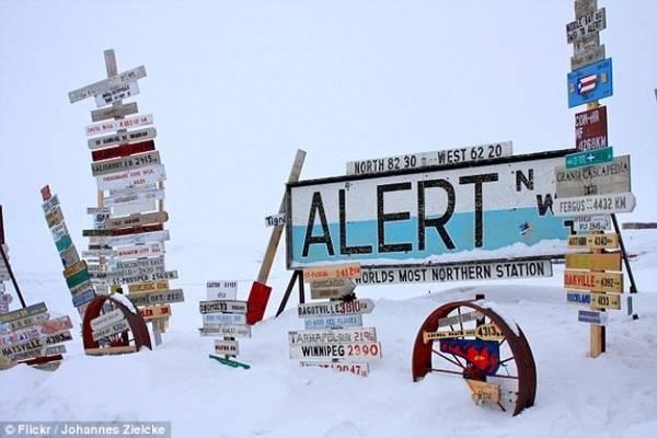 Thị trấn Alert nằm trên đảo Ellesmere thuộc Nunavut, Canada có nhiệt độ trung bình vào tháng 2 là - 33,2 độ C. Nhiệt độ thấp nhất được ghi nhận tại đây là -50 độ C và con người không thể tới đây bằng ôtô.