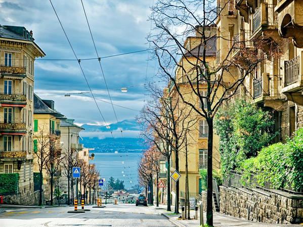 Trụ sở Ủy ban Olympic Quốc tế và bảo tàng Olypmic nằm ở thành phố cổ Lausanne ngay cạnh, cũng bên hồ Geneva.