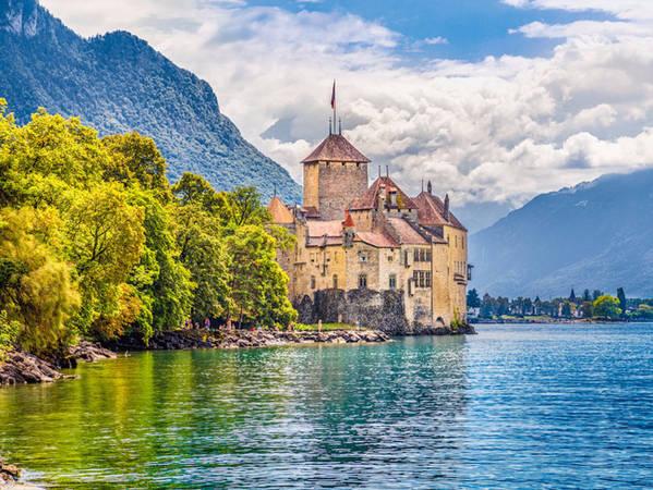 Chuyến thăm của bạn đến vùng nói tiếng Pháp sẽ không trọn vẹn nếu bạn không đến Montreux để chiêm ngưỡng lâu đài Chteau de Chillon được xây từ thế kỷ 12.