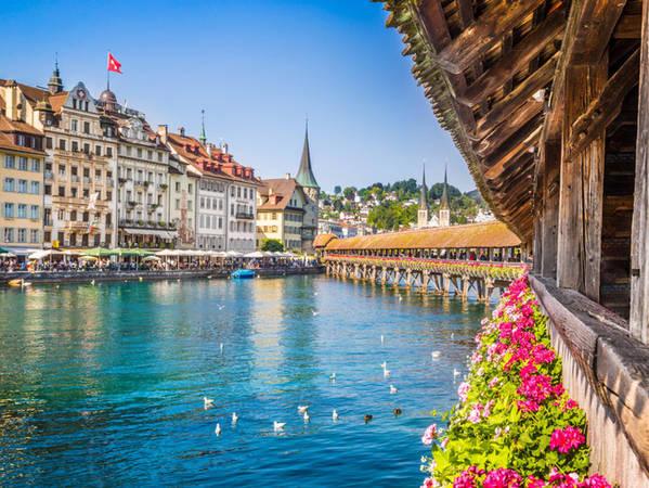 Nằm ở trung tâm Thụy Sĩ là Lucerner, cây cầu Chapel nổi tiếng là cây cầu gỗ cổ nhất châu Âu. Cây cầu này được sửa lại vào đầu những năm 1990 sau khi bị phá hủy gần hết trong một vụ hỏa hoạn.
