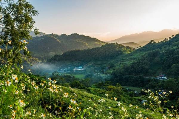 Bên cạnh đèo Mã Phục, trên hành trình từ Bắc Kạn lên Cao Bằng, chúng tôi còn đi qua đèo Gió. Cảnh đẹp ở đây không hề thua kém bất cứ cung đường đèo nổi tiếng nào.