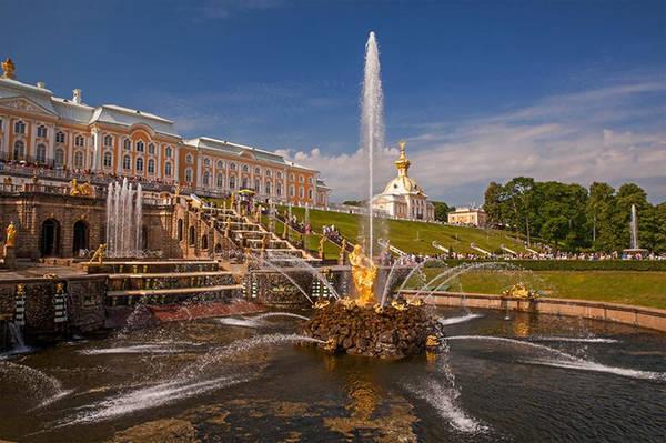 Nếu đến St. Petersburg mà chưa tới Cung điện mùa hè, chiêm ngưỡng đài phun nước nổi tiếng ở đây, thì coi như bạn đã để lỡ một trong những điều tuyệt vời nhất.