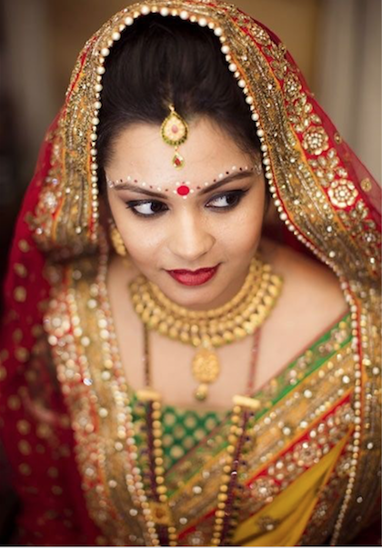Bí ẩn nốt bindi trên trán người phụ nữ Ấn Độ