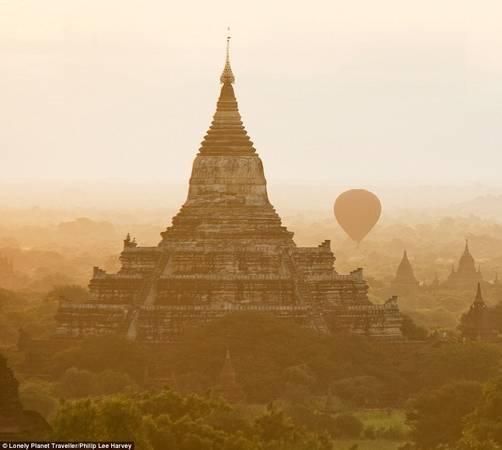 Chiêm ngưỡng Bagan (Myanmar) trên khinh khí cầu: Bagan từng là trung tâm của Myanmar hiện đại, cầu nối với Sri Lanka, Ấn Độ, Thái Lan và Trung Quốc, nhưng giờ đây chỉ một phần nhỏ thành phố ban đầu còn sót lại. Khách tham quan có cơ hội ngồi trên khinh khí cầu và chiêm ngưỡng toàn cảnh thành phố cổ.