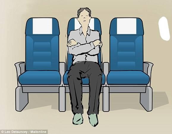 Ghế giữa: Hàng ghế giữa đôi khi gây khó chịu vì phải chia sẻ tay vịn với người ngồi kế, nhưng nếu để ngủ, ghế giữa lại là vị trí thích hợp. Bạn sẽ không phải đứng lên ngồi xuống, hoặc co chân để người bên trong ra ngoài khi có việc. Một số hãng hàng không trang bị ghế có thể điều chỉnh phần tựa đầu, cho phép du khách thay đổi tư thế để có giấc ngủ thoải mái.