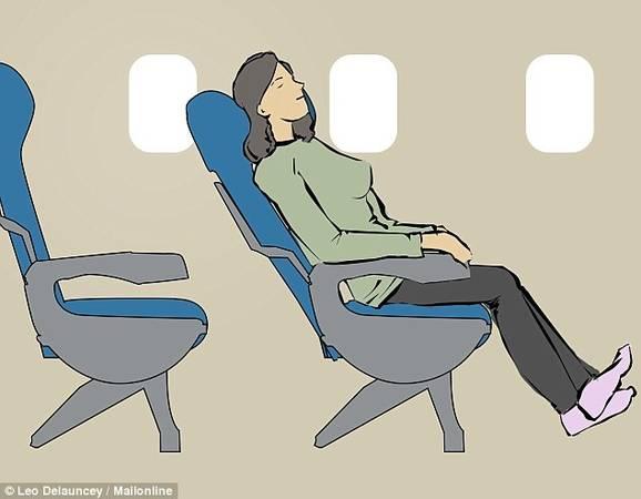 Nằm dài trên cả hàng ghế: Nếu bạn may mắn đi trên một chuyến bay vắng khách, và được ngồi một mình một hàng, chỉ cần gấp tay vịn lại, đặt một chiếc gối và ngả lưng. Lưu ý, cần co chân để không chắn lối đi giữa hai hàng ghế.