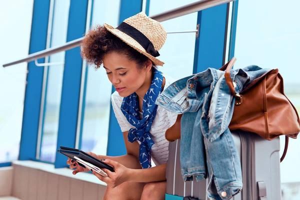 15. Tìm hiểu trước chuyến đi: Trước khi xách vali ra khỏi nhà, bạn nên nghiên cứu kỹ. Nguồn thông tin khổng lồ online sẽ giúp bạn hiểu thêm về địa điểm sắp đến. Bỏ ra vài tiếng đồng hồ để đọc về văn hóa, tập tục địa phương, và những điểm cần tránh sẽ giúp bạn trở thành một du khách tử tế, có trách nhiệm. Ảnh: Traveldigital.
