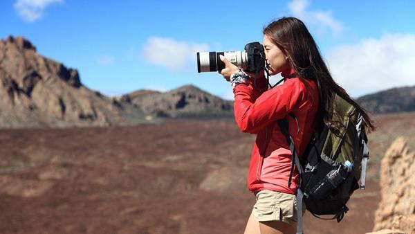 6. Xin phép trước khi chụp ảnh: Không phải ai cũng thích người khác chụp ảnh mình. Ở một số nơi, tự ý chụp ảnh người hoặc địa điểm tôn giáo còn mang ý nghĩa thiếu tôn trọng hoặc báng bổ. Hãy cẩn thận xin phép trước khi nhấn nút. Ảnh: Ehstravel.