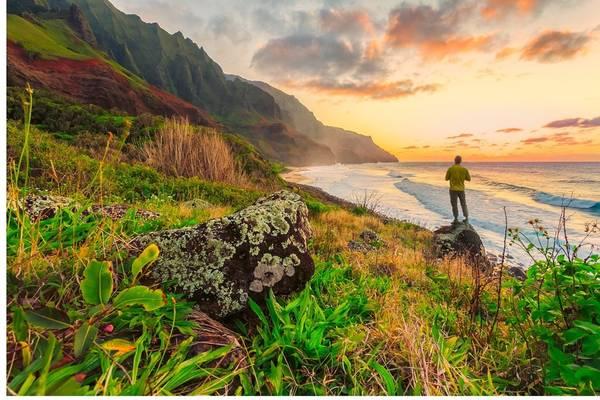 Các bãi biển: Quần đảo Hawaii có 19 đảo và đảo san hô, kéo dài suốt 2.400 km biển. Nhờ đó, Hawaii nổi tiếng là điểm đến lý tưởng với những bãi biển xinh đẹp. Ảnh: Unsplash.