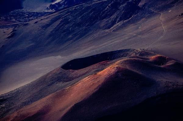 Núi lửa Haleakalā, đảo Māui: Núi lửa Haleakalā hiện nay không hoạt động, nhưng du khách vẫn có thể tới Công viên Quốc gia Haleakalā thuộc đảo Māui của tiểu bang Hawaii để ngắm nhìn miệng núi lửa khổng lồ. Ảnh: Anton Repponen.