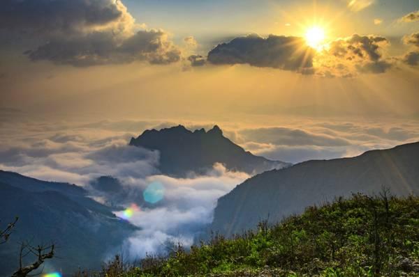 Bình minh ở núi Muối. Đây là một trong những điểm săn mây đẹp nhất Việt Nam.
