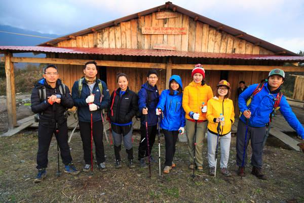 Cả đoàn đã sẵn sàng và chuẩn bị xuất phát lên đỉnh Bạch Mộc Lương Tử.