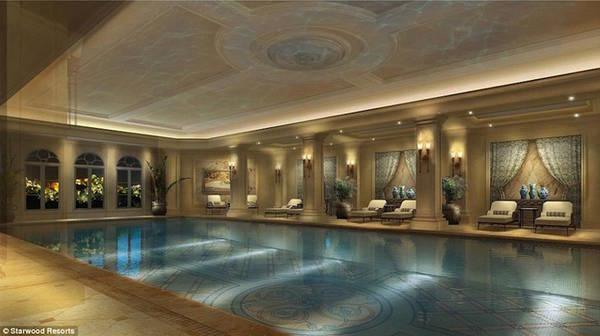 Tại đây, bạn có thể trải nghiệm bể bơi trong nhà rộng 450 m2, khu spa rộng 2.000 m2 với tầm nhìn thẳng ra bãi biển. Khách sạn có 292 phòng tiêu chuẩn và 29 phòng hạng sang. Giá cho phòng thường vào khoảng 2,7 triệu đồng một đêm.