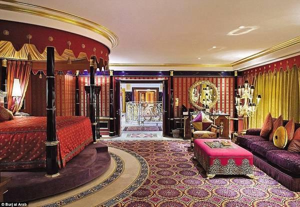"""Khách sạn Burj Al Arab ở Dubai (Các Tiểu vương quốc Ả Rập thống nhất) được xem là khách sạn """"quyền lực"""" nhất mạng xã hội, với hơn nửa triệu người theo dõi trên Instagram. Nơi đây có phòng Royal Suite giá gần 24.000 USD (khoảng 550 triệu đồng)."""