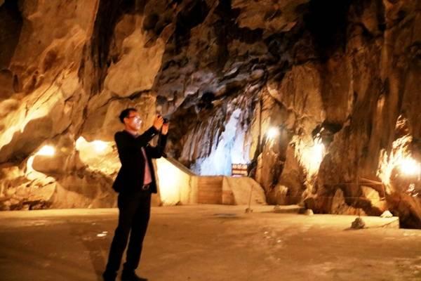 Tầng 2, tầng 3 được dựa vào điều kiện tự nhiên của hang động để chia ra làm nhiều khu: Chiếu phim kiêm kiểm tra thể lực; phòng gác và phòng sĩ quan.