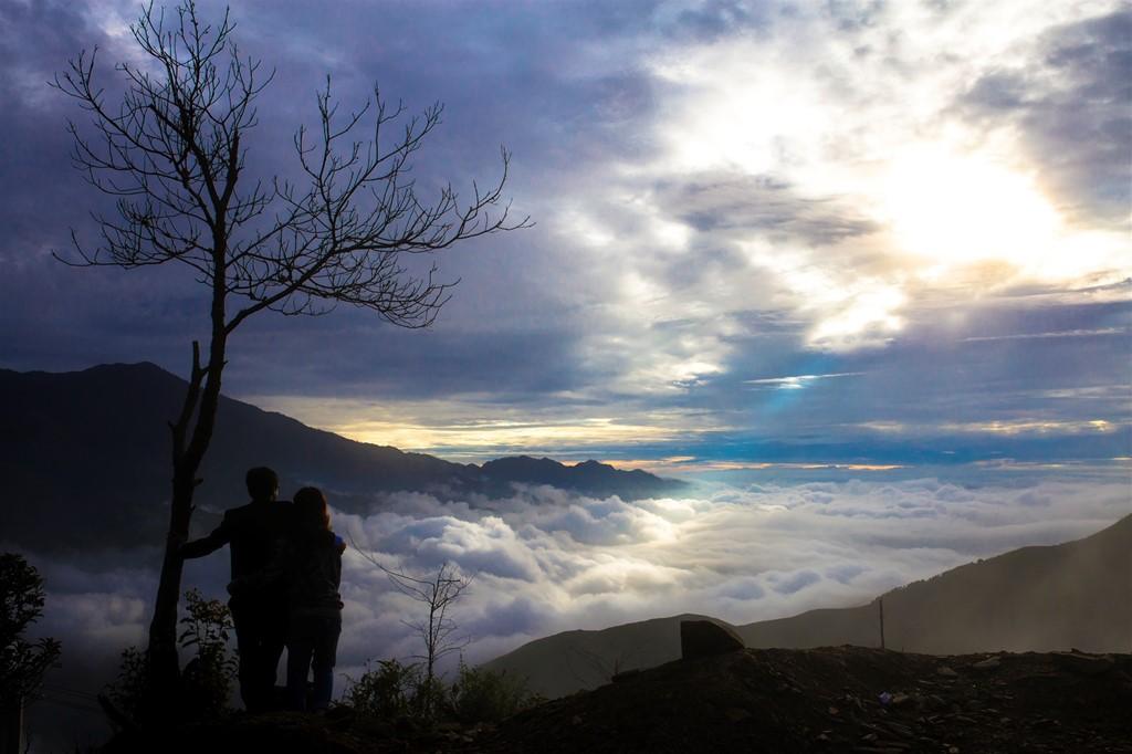 Những chuyến đi đã đưa đôi uyên ương đến với biển mây bồng bềnh tại Tà Xùa. Dù quen và yêu nhau được một năm, cả hai người đã nhanh chóng tìm được sự đồng điệu trong tâm hồn với sở thích cùng nhau đi du lịch bụi.