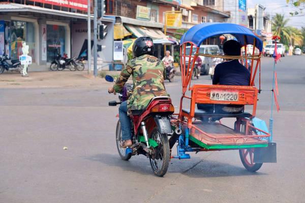 Phương tiện đi lại phổ biến của khách du lịch là tuk tuk