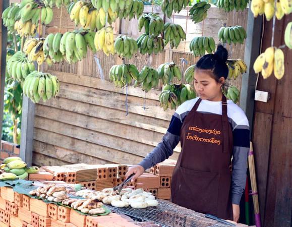 Chuối nướng là món ăn được người Lào và du khách yêu thích