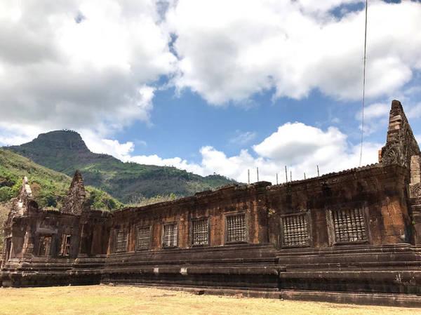 Khu hạ và khu ngoại vi của đền Wat Phou