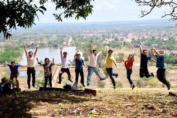 Bay lên nào trên khu vực đền Wat Phou