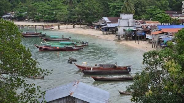 """Lampi, Myanmar Lampi là hòn đảo lớn nhất Myanmar và có công viên bảo tồn biển quốc gia cùng tên. Đảo sở hữu rừng nhiệt đới nguyên sơ, những bãi biển hoàn toàn tách biệt, nhiều khu san hô cùng cộng đồng địa phương sống theo phương thức truyền thống, """"sống dựa biển"""" qua nhiều thế hệ."""