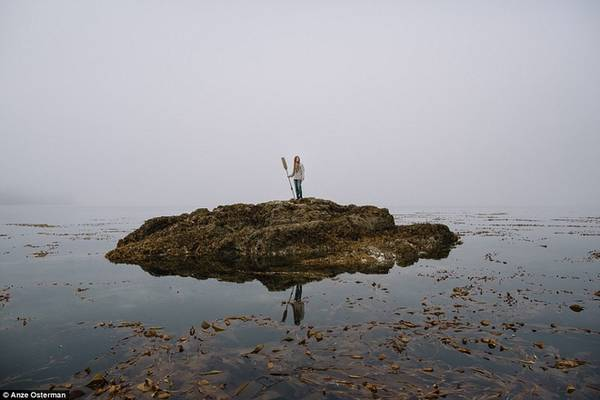 Trên hòn đảo Marble thuộc bang Alaska chỉ có vài người sống bao gồm Zach (27 tuổi) và một gia đình đánh bắt hàu. Hầu hết thực phẩm là họ tự đánh bắt hoặc nuôi trồng.