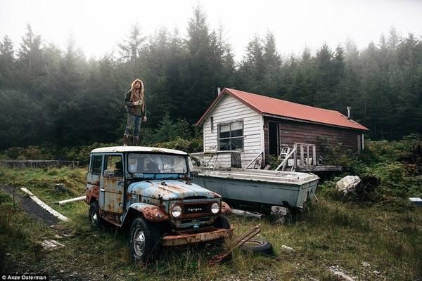 Marble là một hòn đảo nằm ở phía bắc xa xôi và hoang dã của bang Alaska, Mỹ. Zach đã tới đây 6 năm trước vì muốn tìm kiếm một cuộc sống đơn giản.