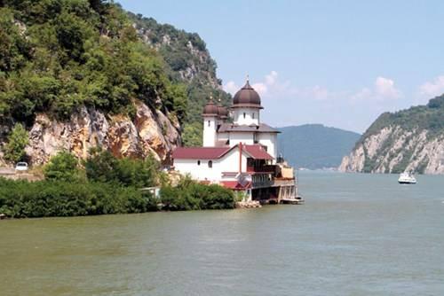 Hẻm núi Iron Gate (cổng sắt) giữa Serbia và Romania