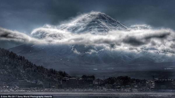 Núi Phú Sĩ tại Nhật Bản với vẻ đẹp huyền bí hiếm thấy qua tay máy của nhiếp ảnh gia người Malaysia Ann Ric