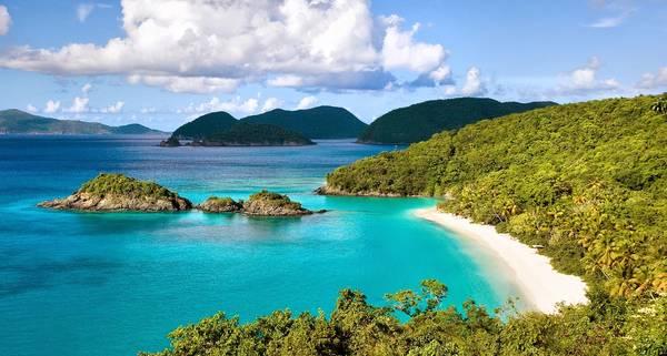 Sở hữu bãi biển biệt lập với bãi cát dài biển xanh, khu nghỉ dưỡng này vô cùng phù hợp với những ai yêu thích tận hưởng không gian biển riêng tư mà vẫn đầy đủ các dịch vụ cao cấp.