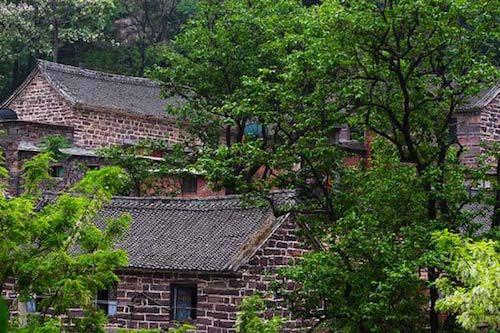 Nằm sâu trong dãy núi Taihang, tỉnh Hà Nam, Trung Quốc, Guoliang là ngôi làng làm hoàn toàn từ đá với dân số chỉ vào khoảng hơn 300 người. Ảnh: Cultural China.