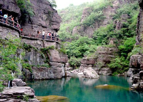 Du khách tới Guoliang đều phải trầm trồ trước vẻ đẹp có một không hai của ngôi làng. Ảnh: Chinatour Advisor.