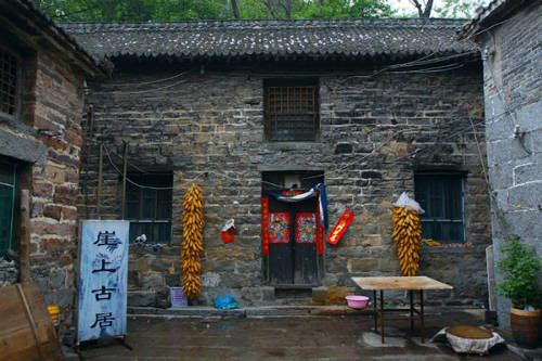 Bên trong một ngôi nhà tại Guoliang. Ảnh: Cultural China.
