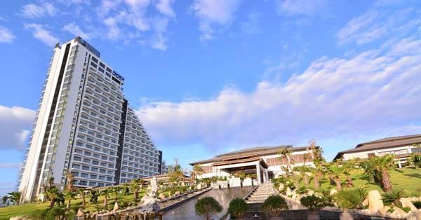 Một không gian nghỉ dưỡng tuyệt đẹp, đẳng cấp với dịch vụ hoàn hảo tiêu chuẩn 5 sao cộng thêm mức giá cực hấp dẫn từ iVIVU.com trong 2 dịp lễ sắp tới. Do đó nếu bỏ qua bạn sẽ hối tiếc đấy nhé.