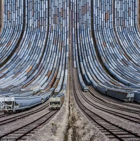 Các toa xe lửa và xe ngựa đâu thành hàng tại Texas