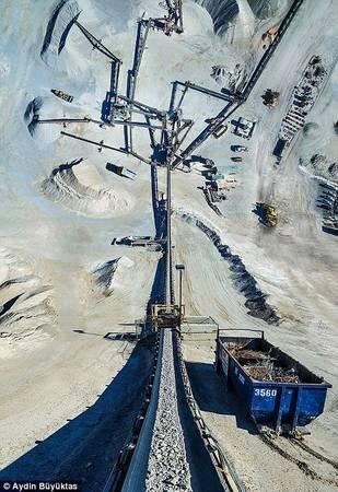 Con đường dẫn vào một mỏ than ở Arizona