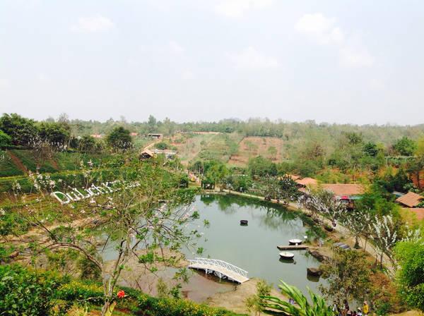 Toàn cảnh Ko Tam nhìn từ nhà sàn.