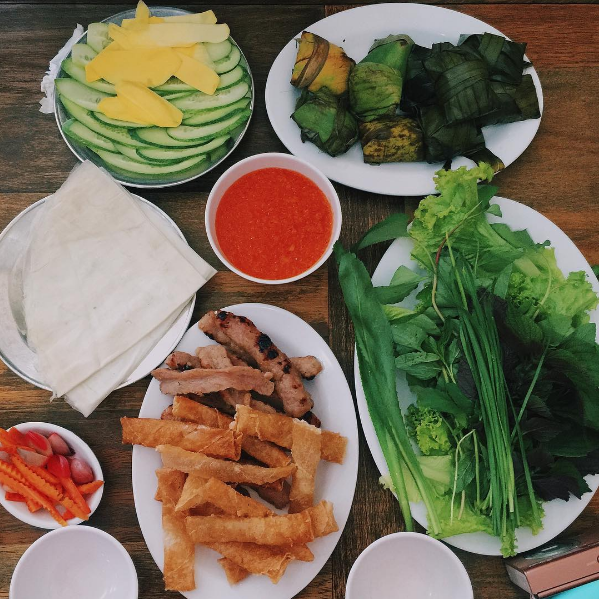 Nem nướng Đặng Văn Quyên nức tiếng gần xa với hương vị thơm ngon của nem được tẩm ướp theo gia vị gia truyền khiến thực khách ăn xong nhớ mãi không thôi. Ảnh: @hilheoshop