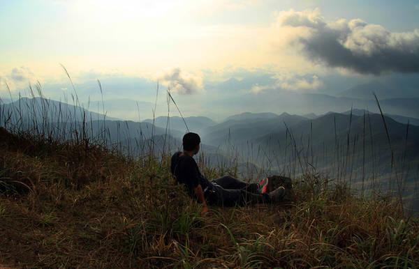 Cảm giác khoáng đãng, no đầy khí trời và tận hưởng sự kì vĩ khi lên đỉnh núi. Bình Liêu như một thế giới khác, xứng đáng để bạn bỏ một ngày ra khám phá.