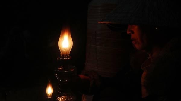 Các gia đình trong làng An Hành Tây làm nón từ đời này truyền sang đời khác. Dù thu nhập từ nghề làm nón thấp, người dân vẫn duy trì làng nghề và coi đó như nếp văn hóa của vùng Phù Cát.