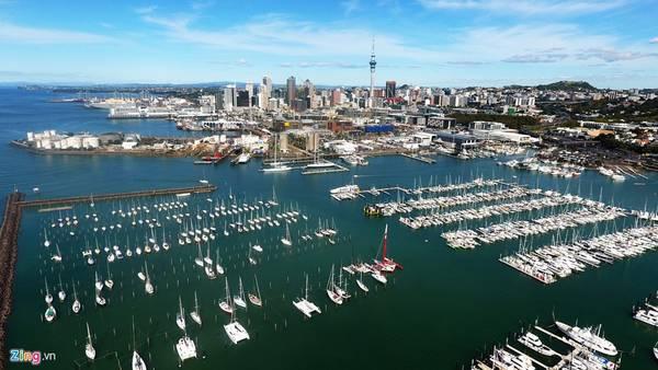 Trong một tour du lịch 7 ngày dành cho khách, để đi hết các điểm hấp dẫn nhất ở thành phố Auckland (ở đảo Bắc) và thị trấn cổ Queenstown (đảo Nam) của New Zealand, bạn chỉ ghé được mỗi nơi chừng 15 đến 30 phút.