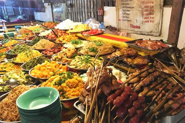 Đồ ăn Lào khá hợp khẩu vị người Việt Nam.