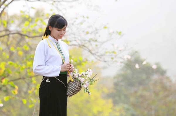 Nét tinh khôi của hoa ban tượng trưng cho vẻ đẹp xuân thì, trong trắng của người con gái Thái.