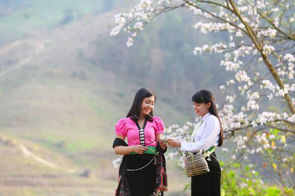 Hàng năm Điện Biên đều tổ chức Lễ hội hoa ban vào tháng 3, nhằm tôn vinh, bảo tồn, phát huy các loại hình di sản văn hóa dân tộc, gắn với bảo tồn văn hóa và phát huy tiềm năng thế mạnh du lịch.