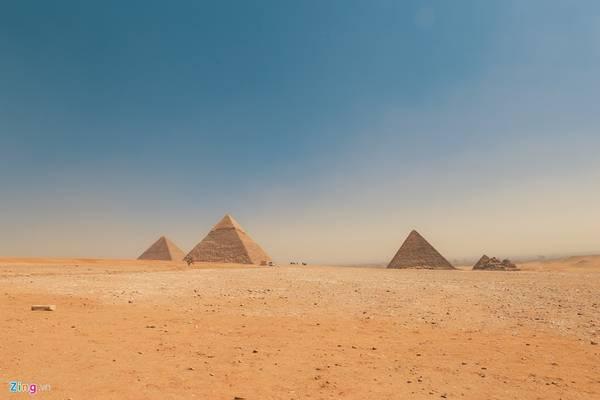 Trong số hơn 130 kim tự tháp được tìm thấy ở đất nước này, cụm kim tự tháp Giza được xem là vĩ đại nhất, và cũng là kỳ quan cuối cùng trong 7 kỳ quan cổ đại còn tồn tại đến bây giờ sau gần 5.000 năm.