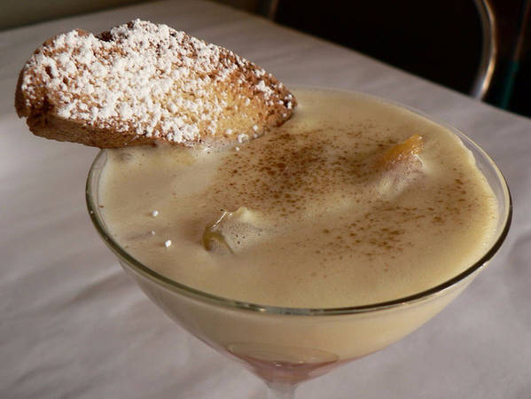 12. Zabaione: Zabaione loại thức uống có dạng nước hơi sền sệt, rất hay được dùng trong các dịp lễ của người Ý, làm từ lòng đỏ trứng gà, đường và rượu ngọt.
